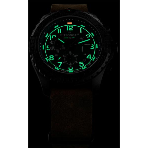 Podświetlenie zegarka Traser P96 Evolution Chrono Green w półmroku