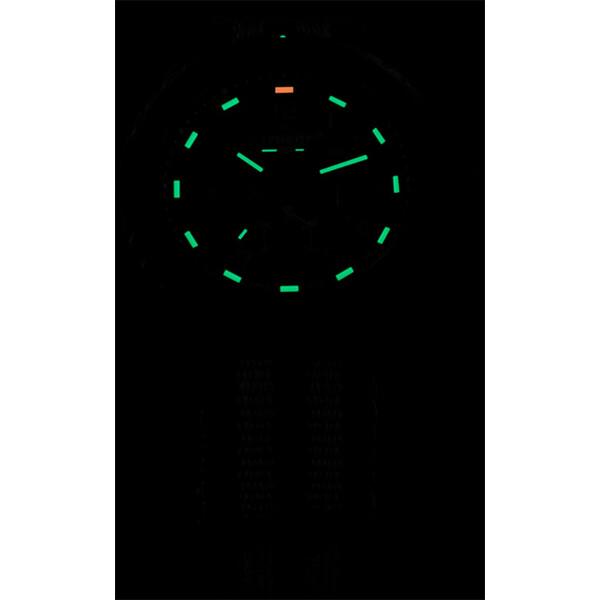 Pod świetlenie zegarka Traser P96 Evolution Chrono Green w ciemności