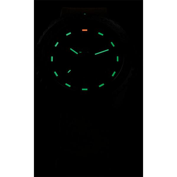 Podświetlenie zegarka Traser P96 Evolution Grey w ciemności