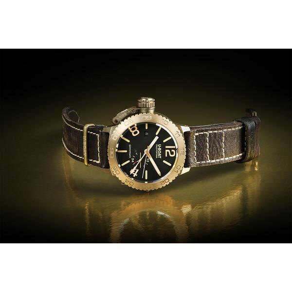 U-BOAT Doppiotempo Bronze 9008 zegarek z kopertą wykonaną z brązu.